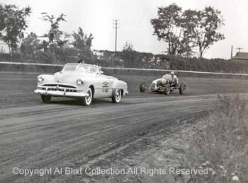 Bill_mitchell_in_pace_car_mich_st_3